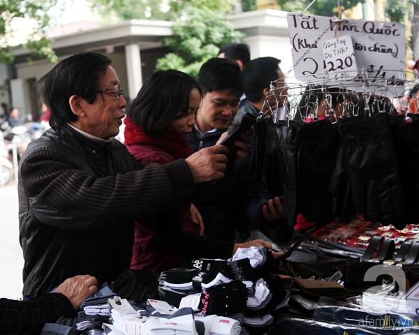 Hà Nội: Thời trang xả hàng Tết đến 70%, nhiều người bỏ về vì xếp hàng thanh toán quá lâu - Ảnh 9.