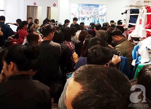 Hà Nội: Thời trang xả hàng Tết đến 70%, nhiều người bỏ về vì xếp hàng thanh toán quá lâu - Ảnh 3.