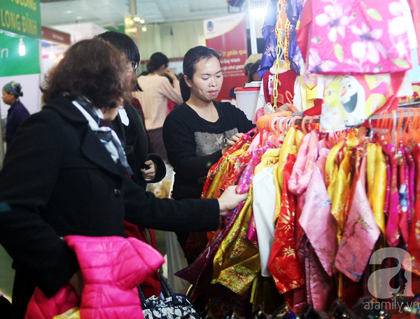 Hà Nội: Thời trang xả hàng Tết đến 70%, nhiều người bỏ về vì xếp hàng thanh toán quá lâu - Ảnh 7.