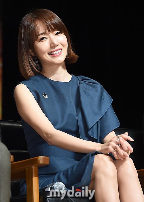 Đáng yêu thế này, bảo sao So Ji Sub - Song Joong Ki không làm fan điêu đứng - Ảnh 10.