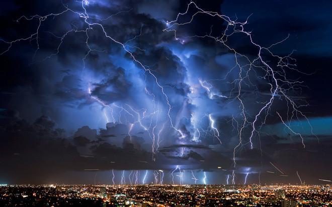 Sét đánh vào mùa mưa bão: Hãy cẩn trọng và làm theo hướng dẫn của chuyên gia - Ảnh 1.