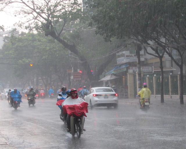 Sét đánh vào mùa mưa bão: Hãy cẩn trọng và làm theo hướng dẫn của chuyên gia - Ảnh 3.
