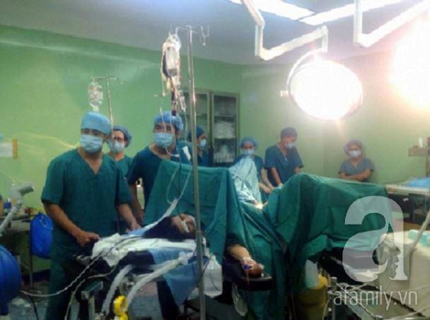 Cần Thơ: Mổ bắt con, cứu sống sản phụ có nhau thai bám chặt bất thường vào cơ tử cung - Ảnh 1.