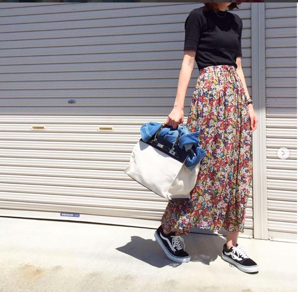 Thử kết hợp chân váy cùng áo phông: tưởng không hợp mà hợp không tưởng - Ảnh 14.