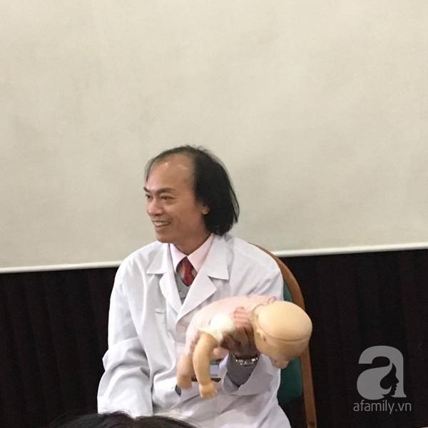 Bác sĩ Nhi hướng dẫn tường tận các bước sơ cứu hóc dị vật cho trẻ - Ảnh 3.