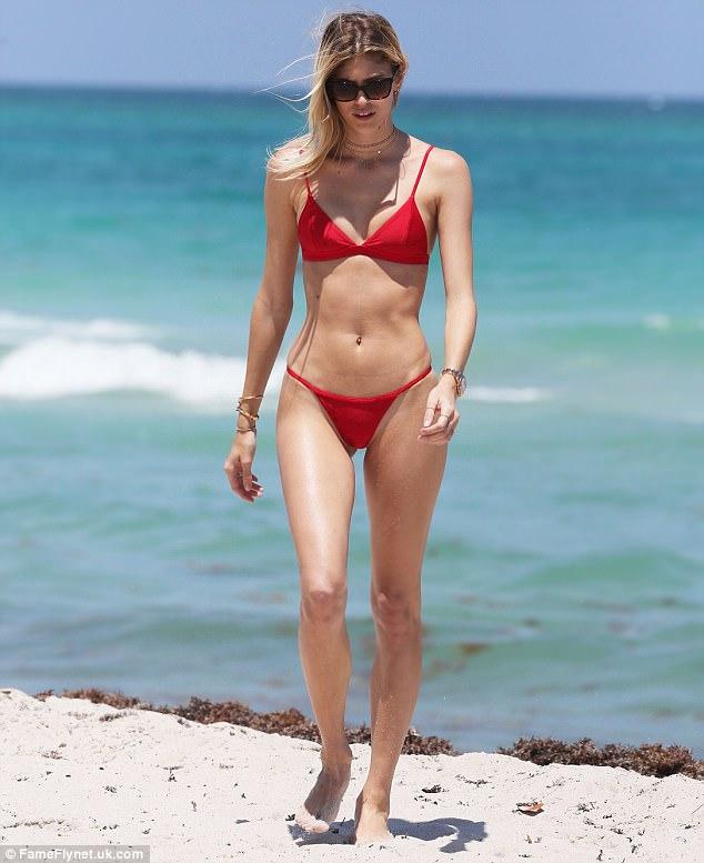 Không phải tập nặng, vẫn ăn bánh kem ngọt, Devon Windsor – cựu thiên thần Victoria's Secret vẫn giữ dáng đẹp từng centimet - Ảnh 3.