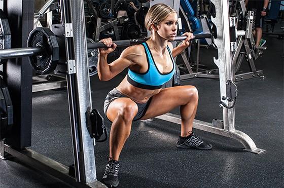 Huấn luyện viên chỉ ra sự thật khi tập squat trên máy Smith, ai đang tập squat cùng dụng cụ này hãy cân nhắc - Ảnh 4.