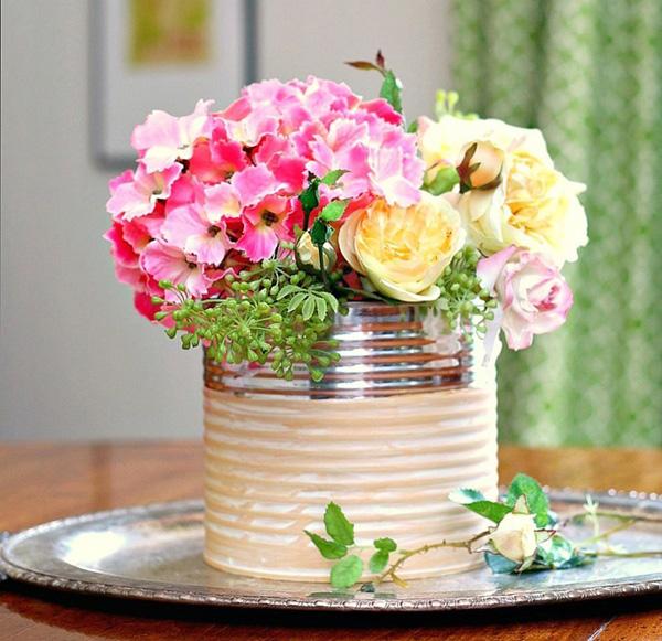 4 cách tái chế chai lọ cũ thành lọ cắm hoa xinh lung linh - Ảnh 2.