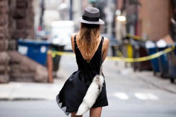 Diện váy liền mát mẻ, duyên dáng cho buổi dạo phố cuối tuần - Ảnh 9.