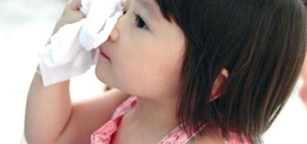 Sai lầm sơ cứu cho trẻ mà nhiều bố mẹ thường mắc phải - Ảnh 2.
