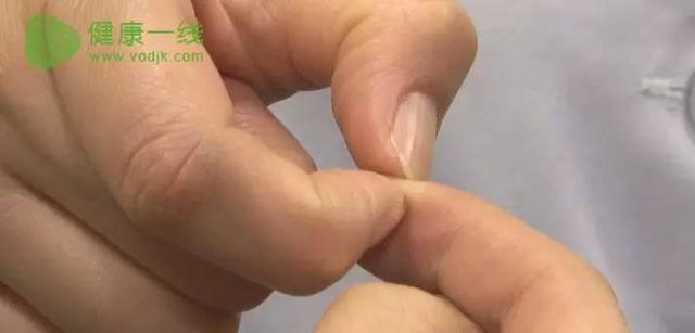 Không cần phải đỏ mặt tía tai, khi bị táo bón hãy đưa ngón tay lên rồi ấn vào một điểm - Ảnh 3.