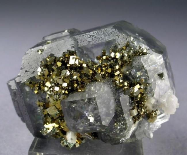 Những viên đá đẹp đến lạ lùng như chứa cả vũ trụ bên trong - Ảnh 18.