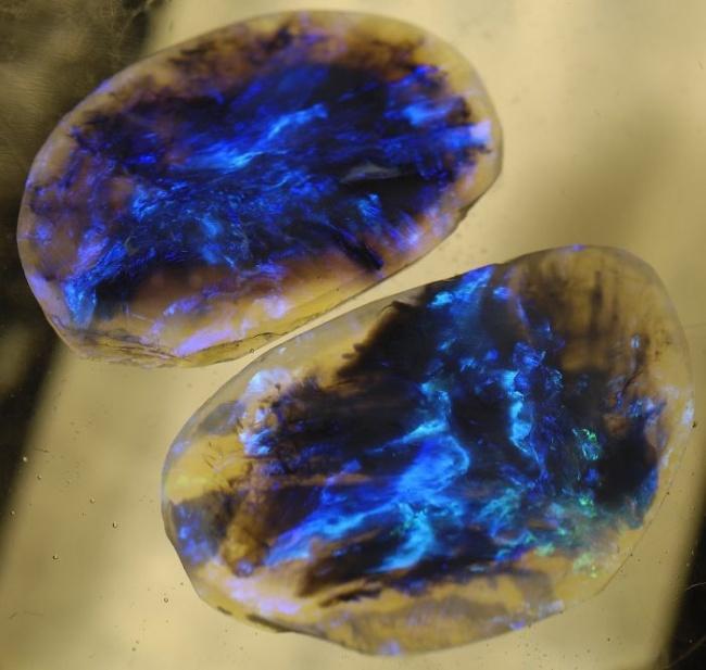 Những viên đá đẹp đến lạ lùng như chứa cả vũ trụ bên trong - Ảnh 7.