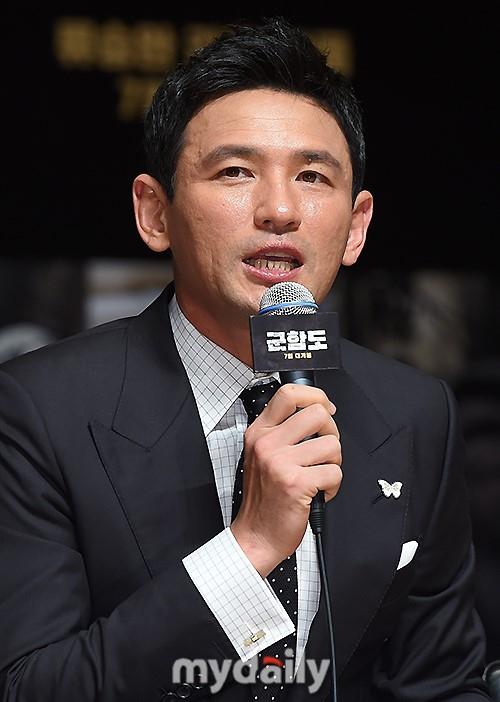 Đáng yêu thế này, bảo sao So Ji Sub - Song Joong Ki không làm fan điêu đứng - Ảnh 11.