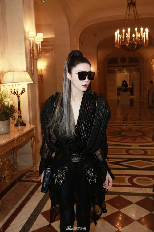 Phạm Băng Băng chơi hẳn màu tóc khói bạc xuất hiện cực chất tại show diễn của Louis Vuitton - Ảnh 6.