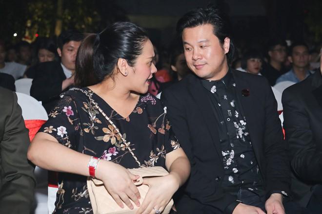 Những người vợ vừa giàu vừa giỏi đứng sau ánh hào quang của các nam nghệ sĩ Việt - Ảnh 24.
