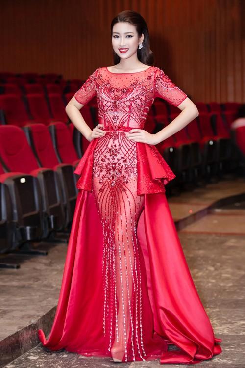 Thật lạ, cứ hễ chung đụng váy áo với Đỗ Mỹ Linh thì loạt người đẹp này bị 'nhấn chìm' ngay lập tức - Ảnh 16.