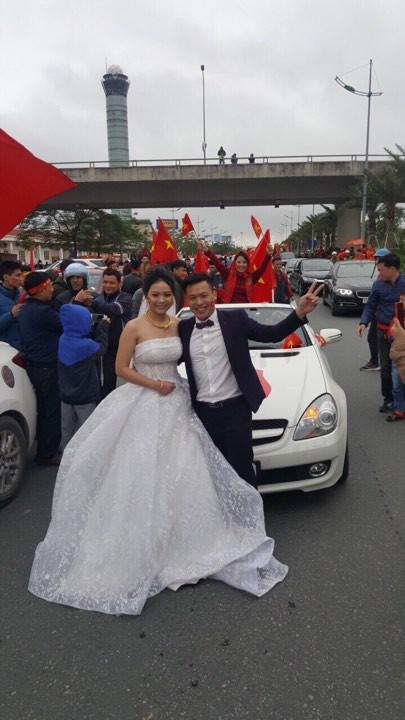 Cặp đôi hoãn giờ đón dâu để chào đón U23 Việt Nam: Sẽ đặt tên con là Quang Hải, Tiến Dũng - Ảnh 1.