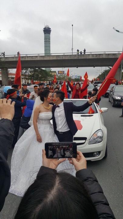Cặp đôi hoãn giờ đón dâu để chào đón U23 Việt Nam: Sẽ đặt tên con là Quang Hải, Tiến Dũng - Ảnh 2.