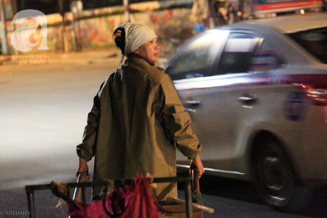 Cuộc sống về khuya của những người vận chuyển trong đêm Hà Nội 8 độ rét thấu xương - Ảnh 1.