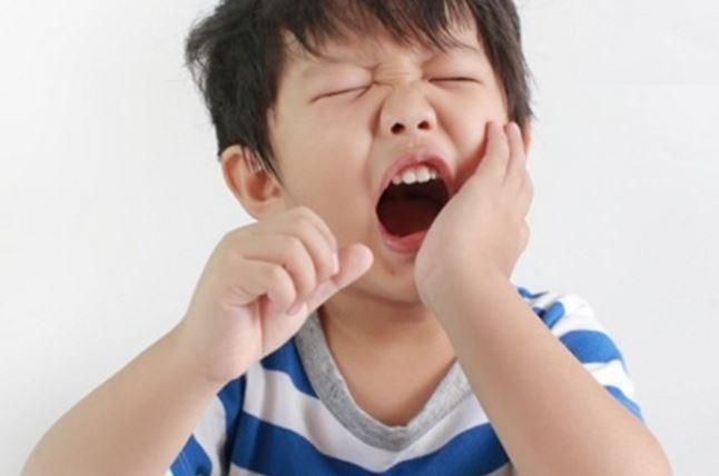 Vẫn cho trẻ bú bình khi đã được hơn 1 tuổi, cha mẹ coi chừng lợi bất cập hại - Ảnh 3.