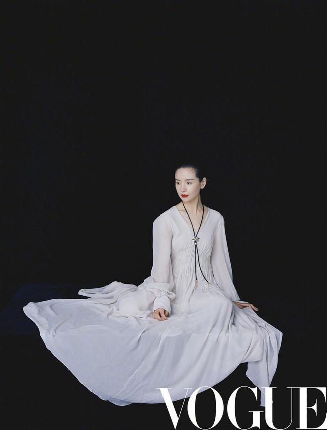 Hai nàng Phú Sát Hoàng Hậu đụng độ nhan sắc trên bìa tạp chí: Tần Lam - Đổng Khiết ai hơn ai? - Ảnh 5.