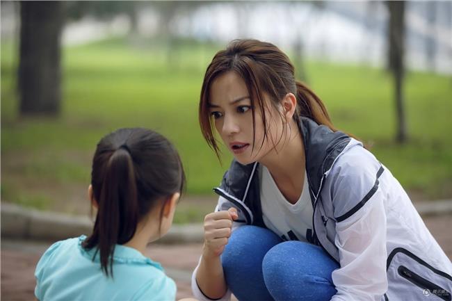 3 cách giáo dục bố mẹ hay sử dụng mà không biết rằng điều này có thể khiến con trở nên nhút nhát yếu đuối - Ảnh 3.