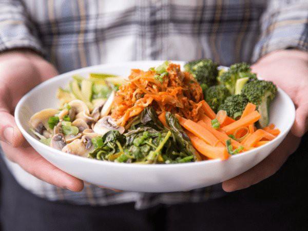Giảm nồng độ cholesterol trong cơ thể không khó nếu bạn biết áp dụng những chế độ ăn này - Ảnh 1.