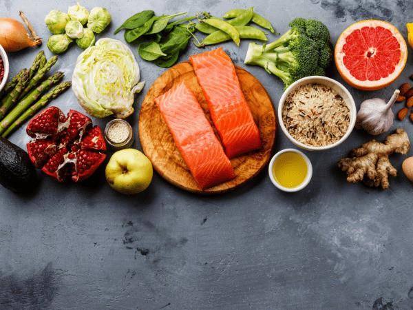 Giảm nồng độ cholesterol trong cơ thể không khó nếu bạn biết áp dụng những chế độ ăn này - Ảnh 2.