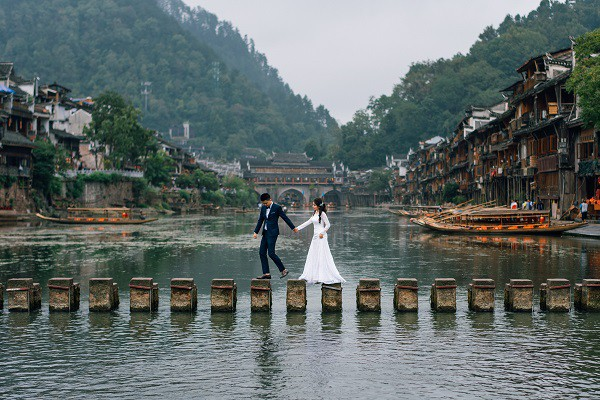 Nhờ chăm chỉ chơi game mà cặp đôi này khởi đầu từ số 0 đến bộ ảnh Phượng Hoàng cổ trấn đẹp mê người - Ảnh 7.
