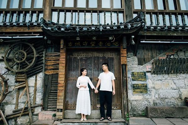 Nhờ chăm chỉ chơi game mà cặp đôi này khởi đầu từ số 0 đến bộ ảnh Phượng Hoàng cổ trấn đẹp mê người - Ảnh 9.