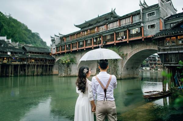 Nhờ chăm chỉ chơi game mà cặp đôi này khởi đầu từ số 0 đến bộ ảnh Phượng Hoàng cổ trấn đẹp mê người - Ảnh 4.
