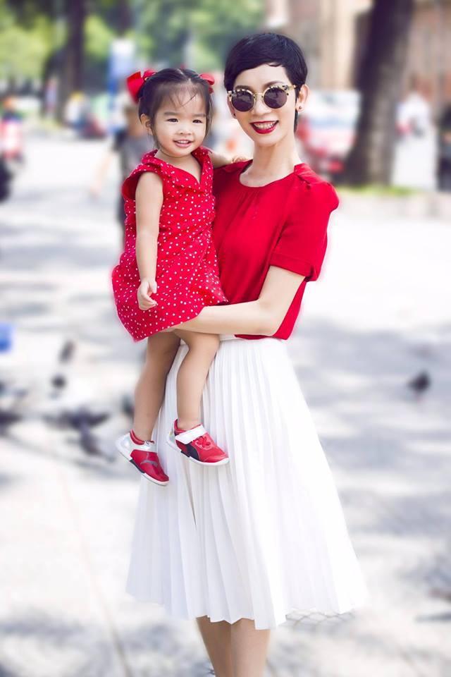 Không hổ danh có mẹ là siêu mẫu, con gái Xuân Lan chưa đầy 5 tuổi đã khí chất ngời ngời thế này đây - Ảnh 4.