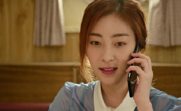 Thấy giúp việc liên tục nhắn tin lả lướt với bạn trai, vợ tá hỏa khi nhận ra số điện thoại quen thuộc - Ảnh 1.