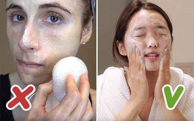 8 lỗi rửa mặt sai trầm trọng mà hầu hết phụ nữ đều vô tư mắc phải, khiến da họ xấu đi trông thấy - Ảnh 2.