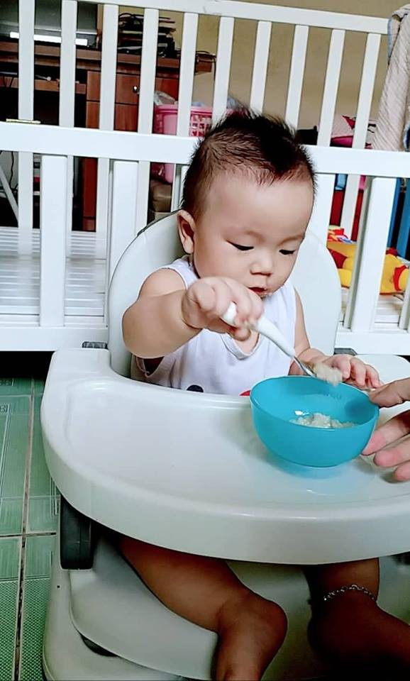 Khổ tâm vì con ăn cả thế giới trừ cơm, mẹ 9X quyết tâm luyện con ăn cơm, thành công sau 1 tháng  - Ảnh 1.