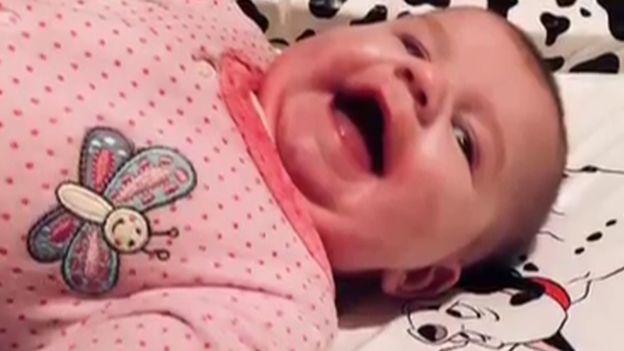 Bé 5 tháng tuổi chết ngạt vì bị chăn quấn trong nôi - thêm một lời cảnh báo cho các cha mẹ khi chăm trẻ - Ảnh 2.