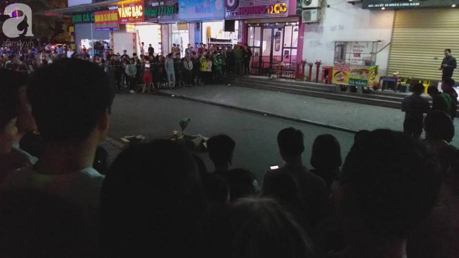 Nóng: Phát hiện 1 trẻ sơ sinh còn nguyên dây rốn rơi từ tầng cao xuống sân chung cư HH Linh Đàm, Hà Nội - Ảnh 1.