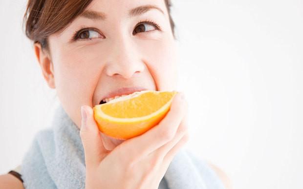 Muốn tránh ung thư, bệnh tim, mất trí nhớ và giảm nếp nhăn, hãy ăn loại trái cây được bán nhiều ở chợ này - Ảnh 2.