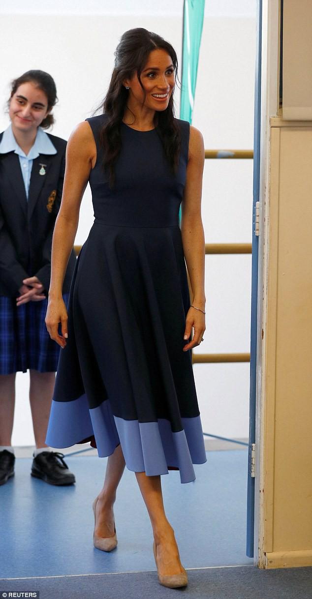 Meghan táo bạo mặc váy maxi ra biển, thậm chí phá vỡ quy tắc hoàng gia mà đến Công nương Diana còn phải kiêng dè - Ảnh 6.