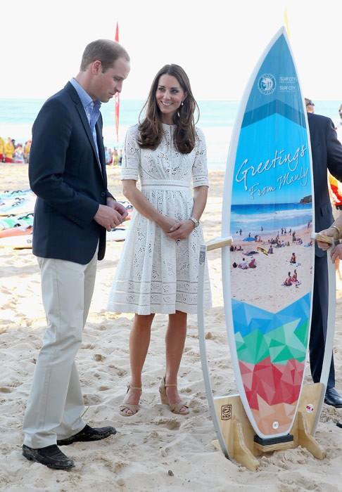 Meghan táo bạo mặc váy maxi ra biển, thậm chí phá vỡ quy tắc hoàng gia mà đến Công nương Diana còn phải kiêng dè - Ảnh 4.