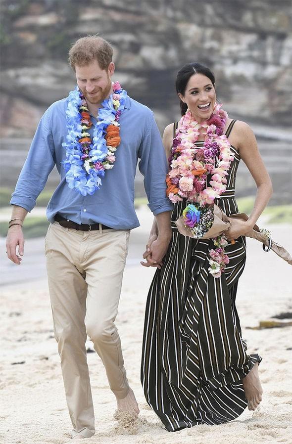 Meghan táo bạo mặc váy maxi ra biển, thậm chí phá vỡ quy tắc hoàng gia mà đến Công nương Diana còn phải kiêng dè - Ảnh 3.