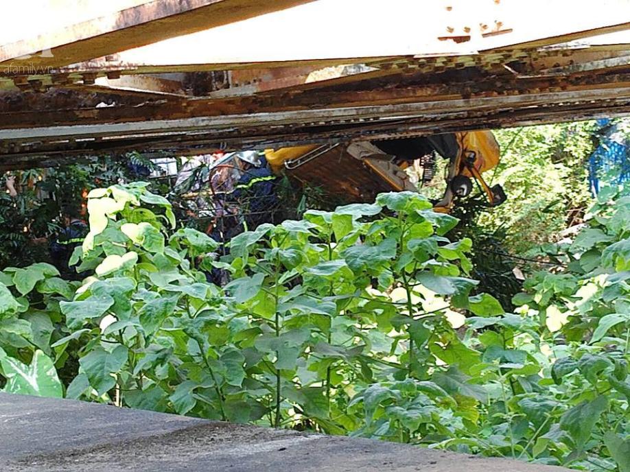 Hà Nội: Xe tải bị tàu hỏa tông đẩy xa hàng chục mét do qua đường thiếu quan sát - Ảnh 3.
