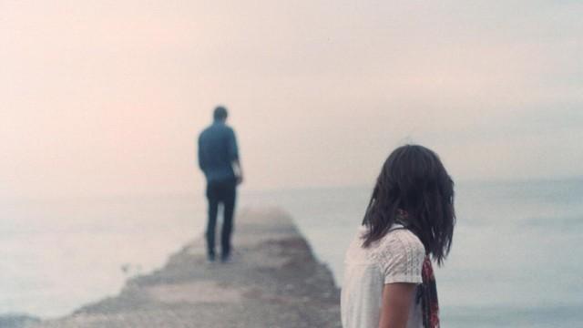 Cặp vợ chồng ai trông cũng thấy ngời ngời hạnh phúc nhưng cô vợ lại có một bí mật động trời được cất giấu - Ảnh 1.