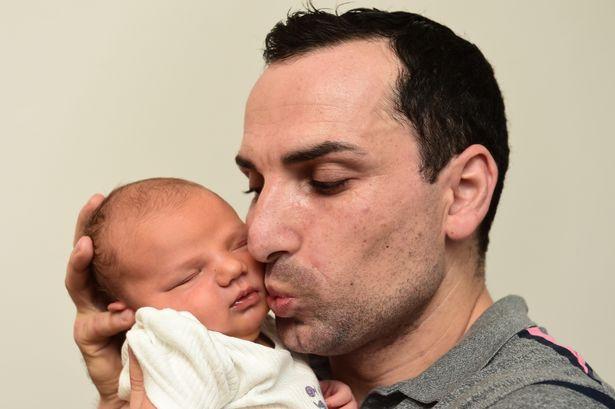 Con trai vừa chào đời, bố mẹ đã ngạc nhiên tột độ khi nhận ra điều đặc biệt, 48 triệu người mới có 1 - Ảnh 5.