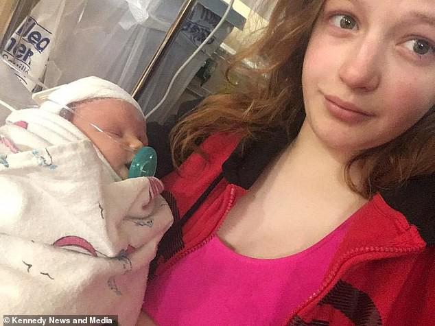 Nhận nụ hôn từ người tới thăm, bé sơ sinh chỉ sống sót được vài ngày vì nhiễm virus ăn não và phổi - Ảnh 2.