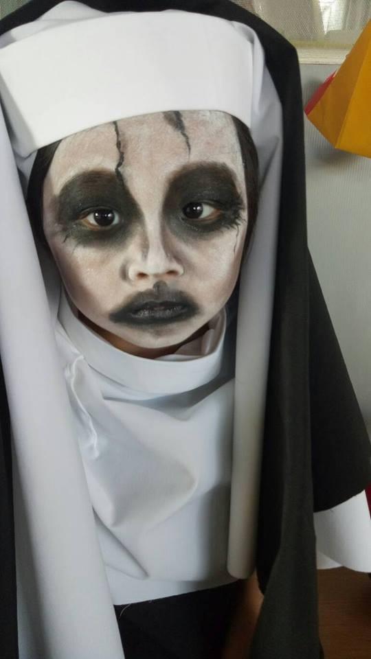 Sau cô bé Vô Diện, dân tình lại được phen cười nghiêng ngả với màn cosplay ác quỷ ma sơ của nhóc tì 4 tuổi - Ảnh 1.