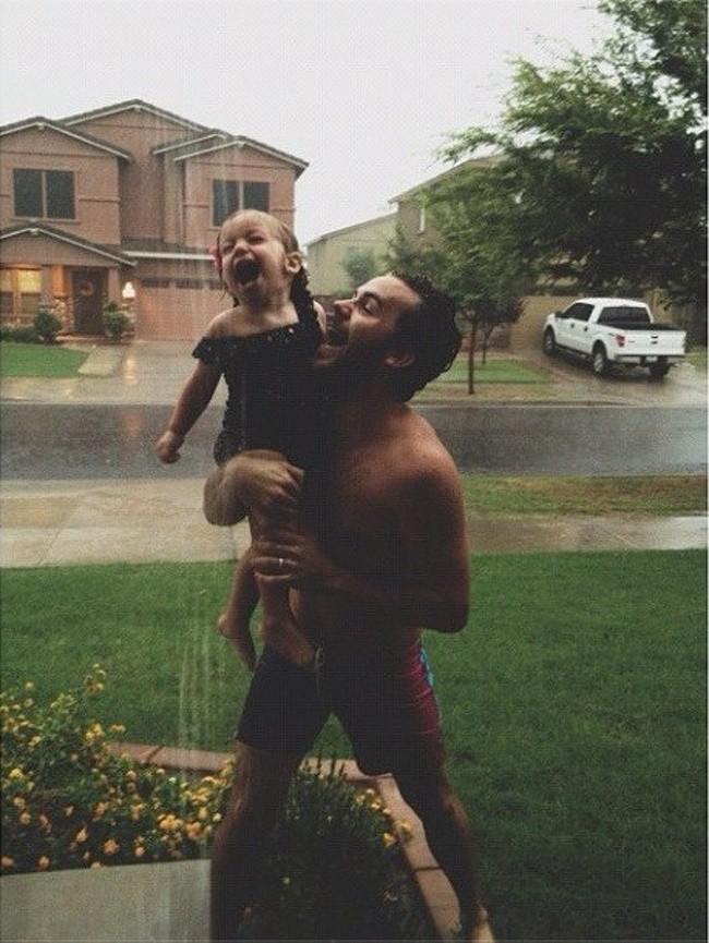 Ngắm những khoảnh khắc đáng yêu của bố và con gái mới thấy không ai chiều con như các ông bố - Ảnh 18.