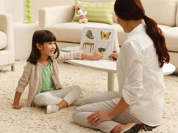 Chuyên gia ngôn ngữ gợi ý 8 mẹo đơn giản giúp trẻ học ngoại ngữ giỏi từ nhỏ - Ảnh 2.