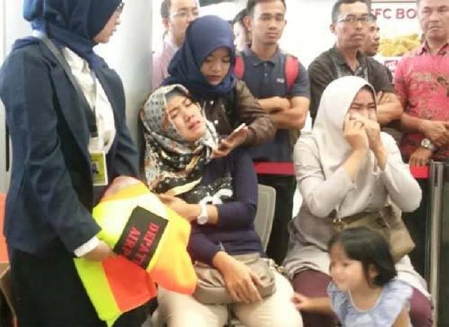 Hiện trường thảm khốc vụ máy bay chở 189 hành khách rơi xuống biển ở Indonesia, thi thể hành khách đầu tiên được tìm thấy - Ảnh 3.